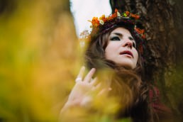 girl autumn flower crown iga koczorowska